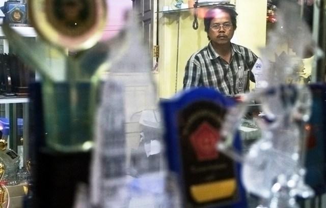 Suryana, Pemilik Gudang Tropi