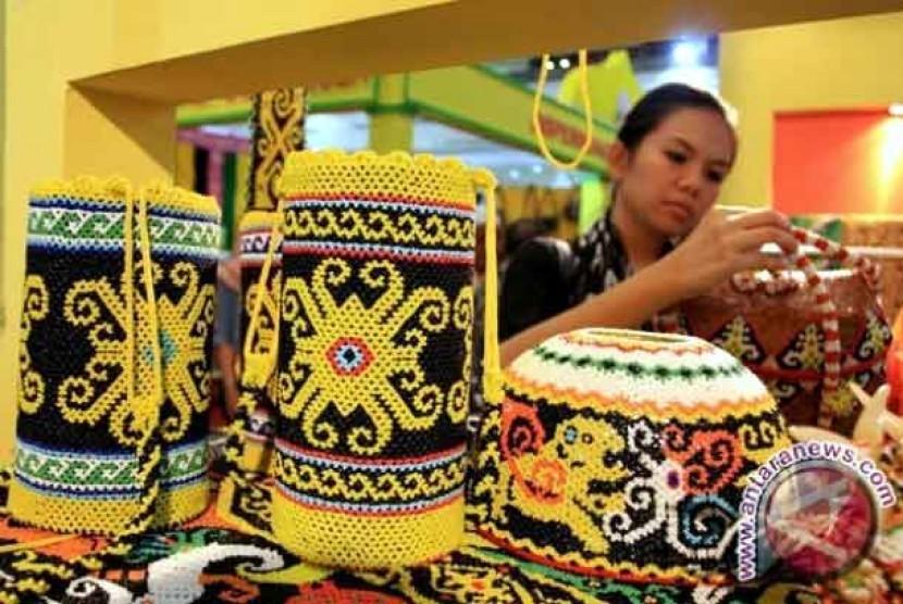 Salah Satu Karya Kerajinan Tangan UKM Indonesia (Foto: industri.bisnis.com)